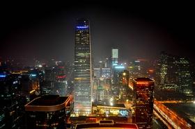Peking Wolkenkratzer bei Nacht