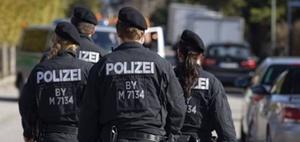 Pflicht von Polizisten zum Tragen von Namensschildern