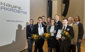 Preisträger, Betreuer und Veranstalter des Controller-Nachwuchspreises