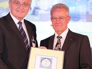 Fraunhofer-Präsident Hans-Jörg Bullinger erhält Leonardo-Preis