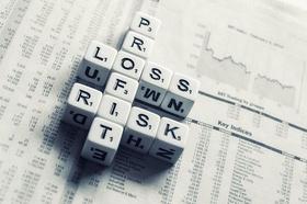 Profit Loss Risk Scrabble 3 D auf Zeitung