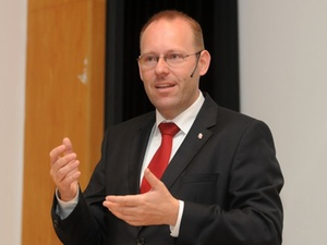 Stuttgarter Controller-Forum 2012: Public Management im Rahmen ei