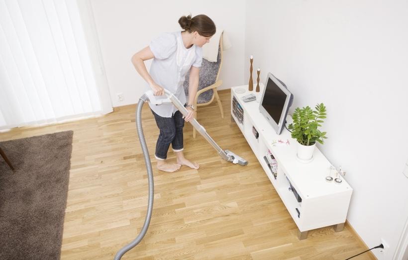 arbeitsplatz im wohnzimmer steuer kreative ideen f r innendekoration und wohndesign. Black Bedroom Furniture Sets. Home Design Ideas