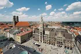 Rathaus München mit Blick über die Stadt