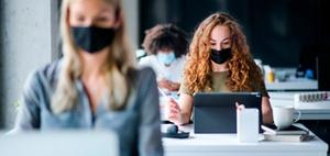Corona-Pandemie: Maskenpflicht am Arbeitsplatz für alle?