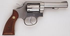 Revolver, silberfarben mit Holzgriff
