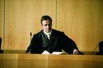Richter im Gerichtssaal