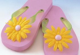 Rosa Badesandalen mit gelber Plastikblume