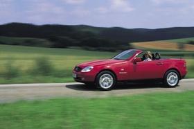 Rotes Mercedes-Cabrio