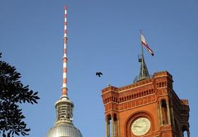 Rotes Rathaus Alex Berlin Flagge