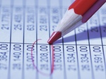 Rotstift mit Zahlen Gehaltsdaten