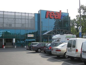 CBRE Global Investors kauft SB-Warenhaus in Düsseldorf