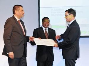 DESWOS-Spende: 10.000 Euro Schutz Straßenmädchen