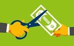 Schere schneidet einen Provisionsschein durch - Maklerprovision, Maklercourtage, Provisionssplitt