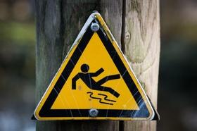 Schild Achtung Vorsicht rutschig nass