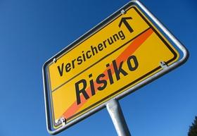Schild Risiko durchgestrichen/Versicherung