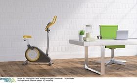 Schreibtisch mit Fitness-Bike