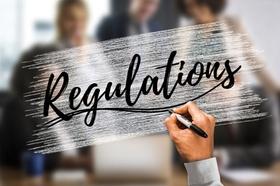 Schrift Regulations Mann Büro Regulierung