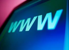 Schrift WWW auf dunklem Bildschirm
