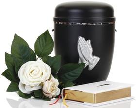 Schwarze Urne mit Rose und Bibel