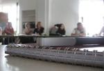 Seminar Unterlagen im Vordergrund Menschen im Hintergrund