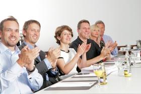 Seminarteilnehmer applaudieren