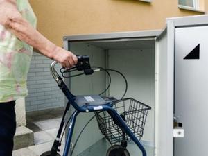 Seniorenservice: Hausnotruf und Garagen für Rollatoren