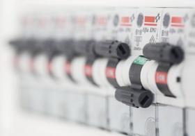 Sicherungen fuer Strom, eine ausgeschaltet