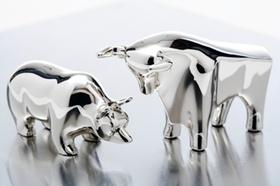 Silberne Börsenfiguren Bulle und Bär
