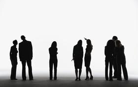 Silhouette von mehreren Geschäftsleuten