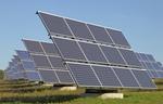 Solarzellen auf Wiese