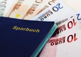 Sparbuch auf Euroscheinen