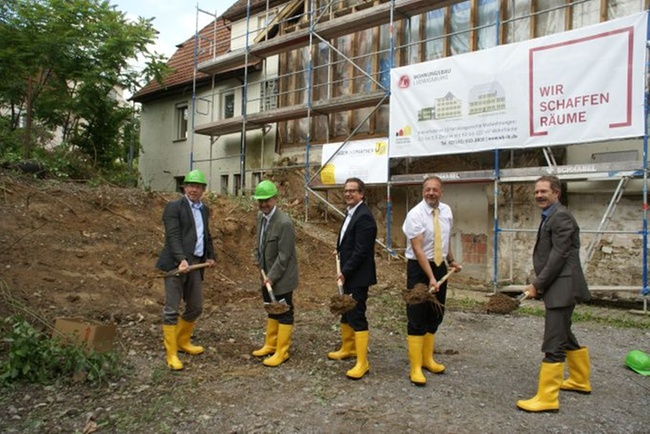 um und neubau wohnraum gro e familien historisches. Black Bedroom Furniture Sets. Home Design Ideas