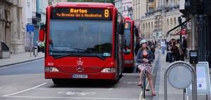 Sturz im anfahrenden Linienbus