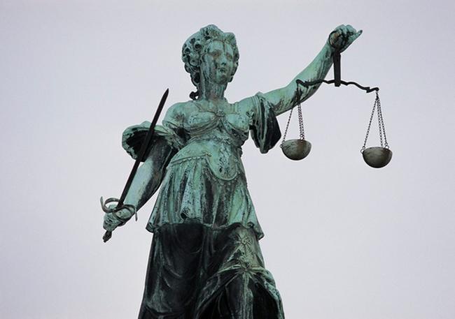 Kündigung Eines Lehrers Wegen Verunglimpfung Des Rechtsstaats