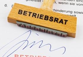 Holzstempel auf Dokument: Betriebsrat