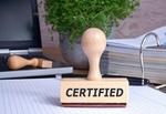 Stempel mit Aufschrift Certified auf Papier