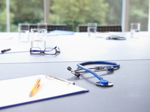 Bessere Bezahlung von Ärzten im Gesundheitsdienst gefordert