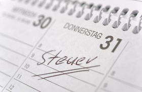 Steuertermin markiert im Kalender zum Stichtag