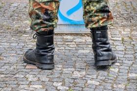 Stiefel eines Bundeswehrsoldaten