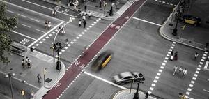 Betriebsgefahr des Fahrzeugs bei grob verkehrswidrigem Fußgänger
