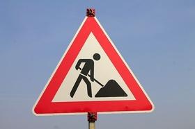Straßenschild Achtung Bauarbeiten
