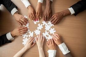 Strategie Puzzle Puzzleteile weiß Hände