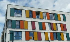 Studentenwohnheim bunte Fassade