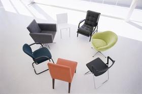 Stühle im Kreis