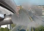 Symbolbild Feinstaubbelastung, Auspuff vor Stadtansicht