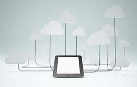 Tablet ist mit vielen Wolken verbunden