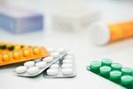 Tabletten und Medikamentenröhrchen
