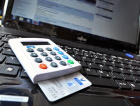 TAN-Generator_LAN-Kabel_Online_Karte_Tastatur_DCS_5895