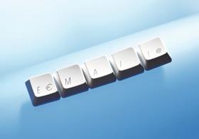 Tasten bilden das Wort Email